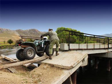 Тажеранская степь, разрушенный мост через р. Анга